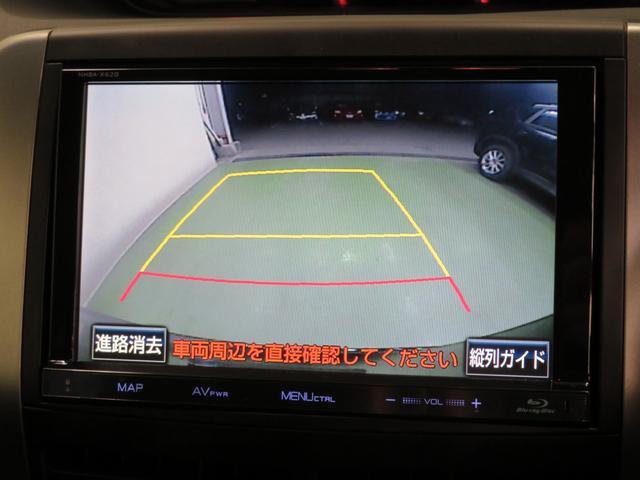 車庫入れもお任せのバックモニターが付いて、後方確認もラクラク♪安全に車庫入れも可能です。便利な機能ですが、バックカメラを過信せず、目視もお忘れなく!