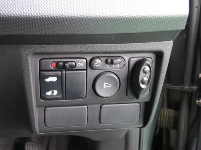 電動ドアミラースイッチ類。意外と見落としがちな隠れた便利必須アイテムです。