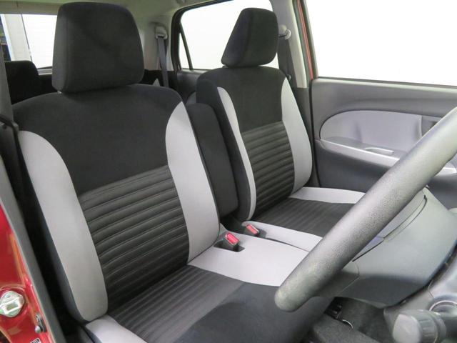 運転席と助手席はシートを外して徹底的に洗浄!これがまるごとクリーニングの魅力です。清潔感のあるおクルマは、乗っていて気持ちがいいですね♪