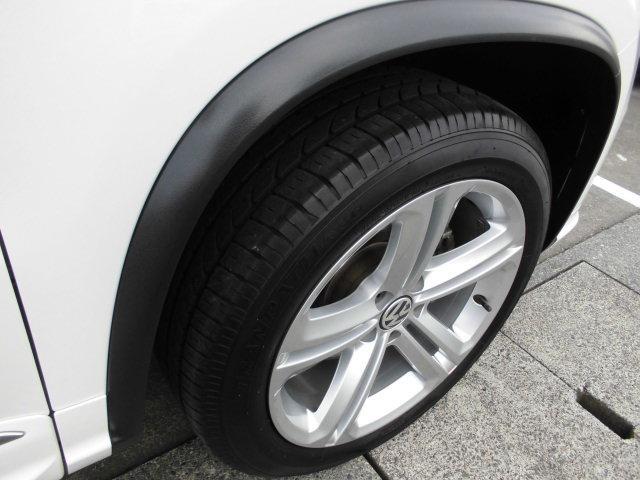 タイヤの溝もたっぷり!タイヤハウスまで綺麗に仕上げます!