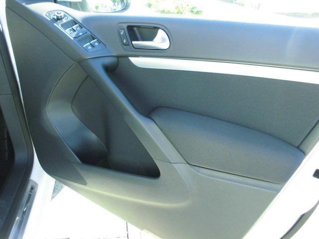 一番使用頻度の高い運転席ドア内張りがご覧の通りグッドコンディション!前オーナーが大事に使ってくれていた証です!!