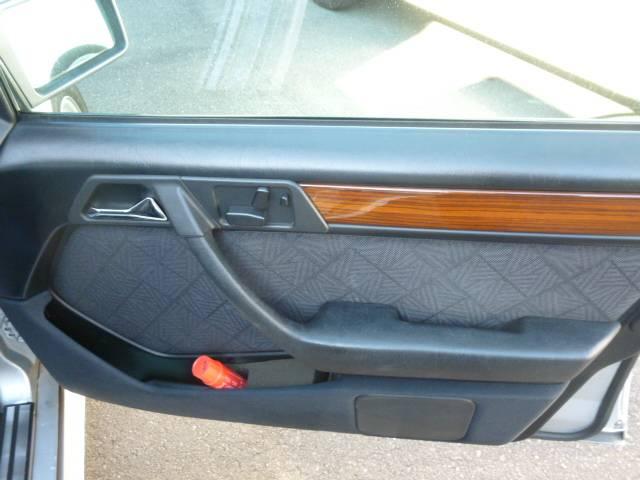 メルセデス・ベンツ M・ベンツ E220ステーションワゴン
