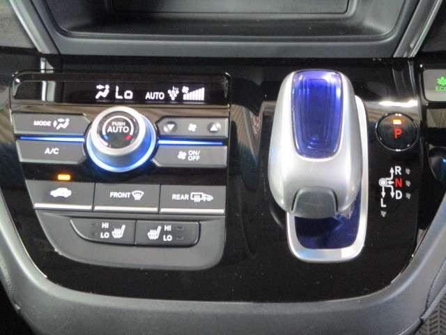 ハイブリッド・EX ギャザズ8インチナビ Bカメラ ETC フルセグ CD録音 Bluetooth LEDライト&フォグランプ 両側電動スライドドア シートヒーター サイドカーテンエアバッグ アルミホイール 禁煙車(7枚目)