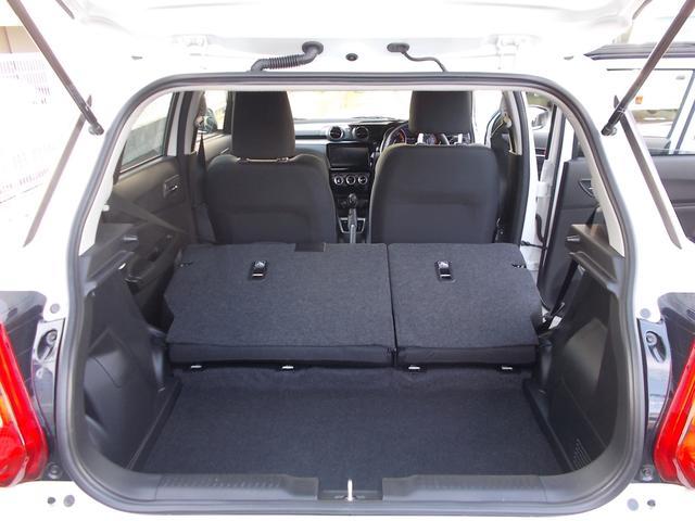 両席シートを倒せば広々した荷物スペースが確保出来ます