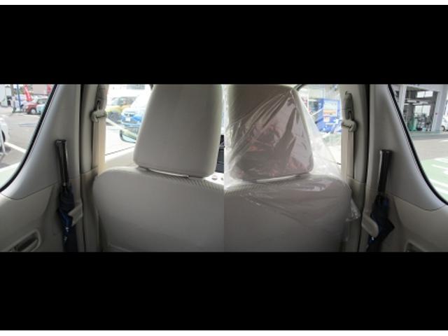 傘は後席両席に収納できます。