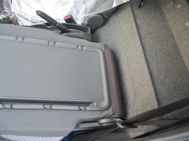 助手席はデスク代りになります助手席前倒し機能付。。