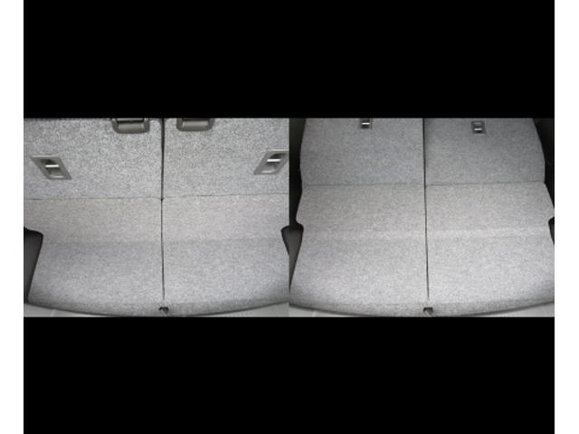 リヤシートは2分割でダブルフォールディング方式なので簡単に操作でき平になります。