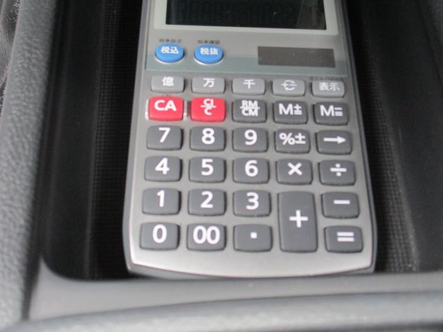 フロアトレーに電卓もおけます。