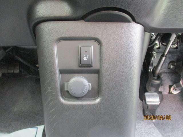 運転席シートヒーターと電源が取れます。