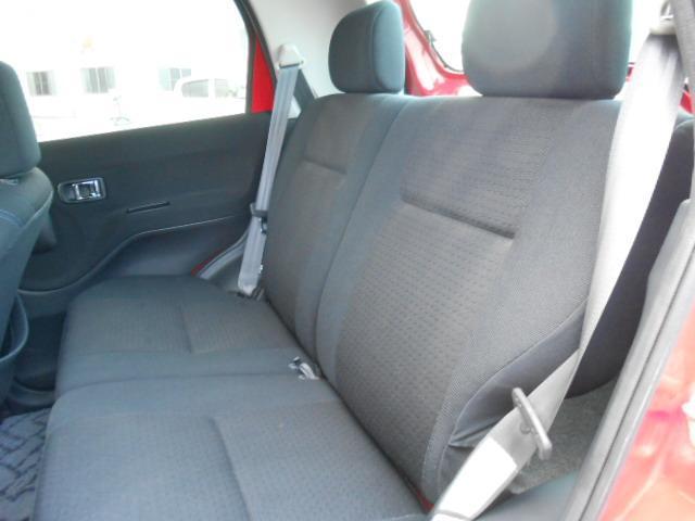 後部座席も目立った傷や汚れはありません。