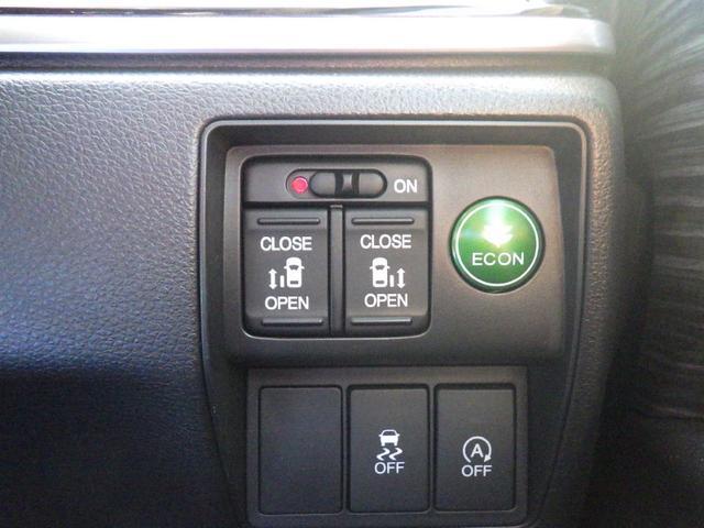 電動スライドドアのスイッチです。車内からもスイッチひとつでラクにドアの開閉できますよ♪電動スライドドアならお子様からお年寄りまでラクに乗り降りできますよ★☆