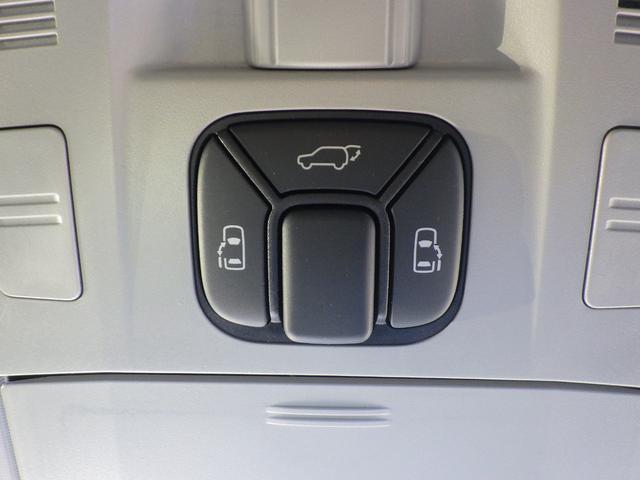 電動スライドドアのスイッチです。車内からもスイッチひとつでラクにドアの開閉できますよ♪