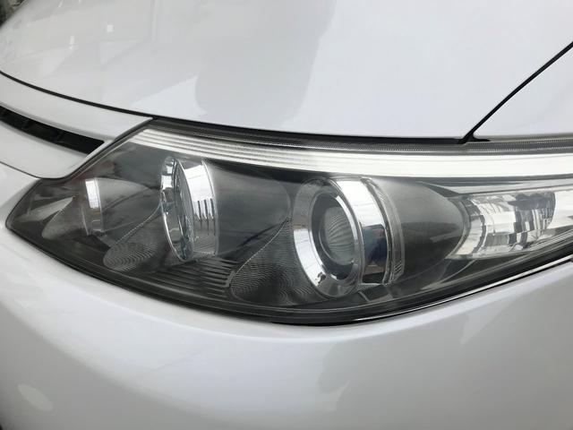 HIDヘッドライト付きです。暗い道も明るく照らし、安全なドライブを。
