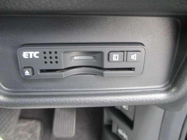 『ETC搭載』 高速利用時に便利なETCを搭載しております。高速道路での利用がスムーズになります!これで長旅も楽々♪納車時にセットアップをさせていただきますので、カードを差し込むだけでご利用いただけま