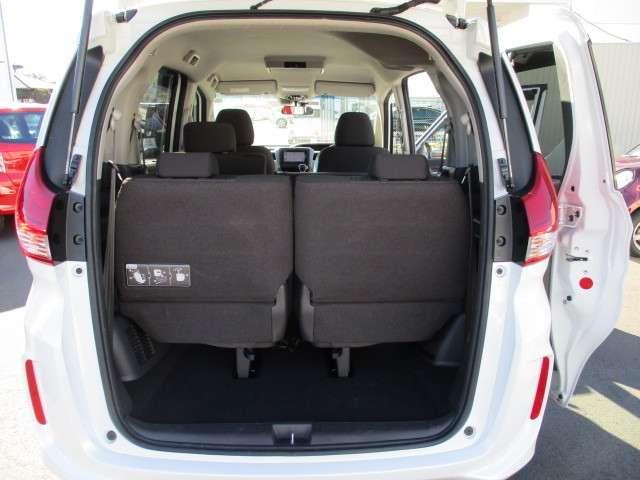 フル乗車でもしっかり荷物の収容ができる、ラゲッジスペースです。