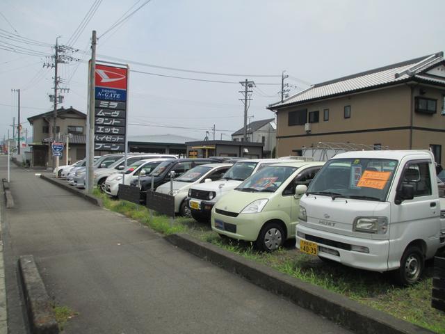 お店は藤枝国道1号線沿いにあります。ダイハツの看板が目印です。