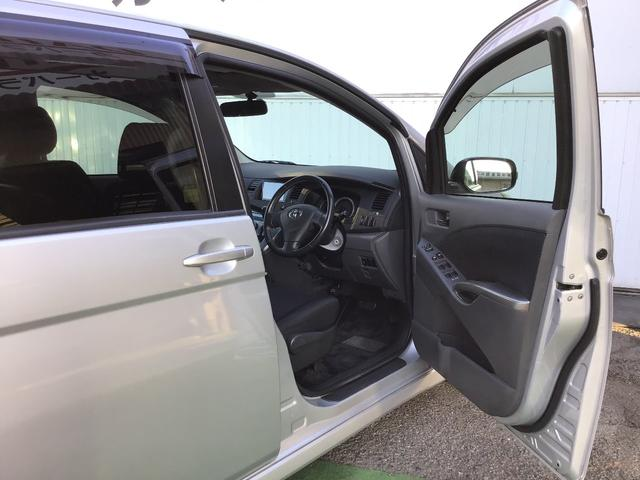 プラタナ ウェルキャブ リフトアップシート装着車 バックカメラ 両側スライド左側電動 革巻ステアリング ナビ付 ウォークスルー 電格ウインカーミラー 3列シート オートライト(15枚目)