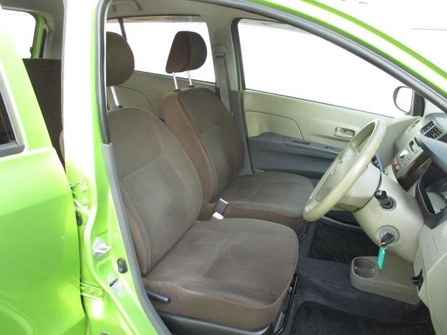 フロントシートはホールド感のあるセパレートタイプです。長時間の運転をされる方にもおすすめです。