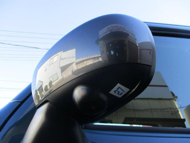 ミラーは電動格納式 運転席に乗ったまま左右のミラー調節が出来ます。