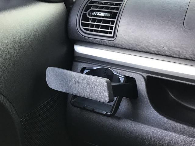 運転席助手席ともに格納式ドリンクホルダーです。使わないときは閉まってスッキリ格納できます。!