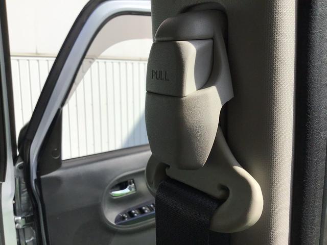 前席のシートベルトは高さ調整が可能です。