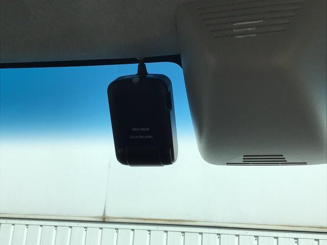 今やドライブには欠かせないアイテムになっている『ドライブレコーダー』付きです。ナビ連動タイプでナビ画面から映像の確認も可能です。