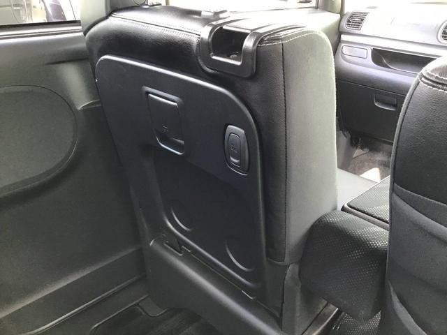 シートバックテーブル!助手席シートをを前方に倒すだけで簡易テーブルのとなります!車内での飲食等に活躍しますね♪