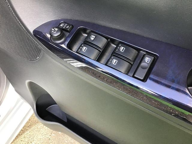 ウィンカー付電動格納式ミラー!運転席からスイッチでドアミラーの格納ができます。ドアミラーの角度もスイッチで調整できます。