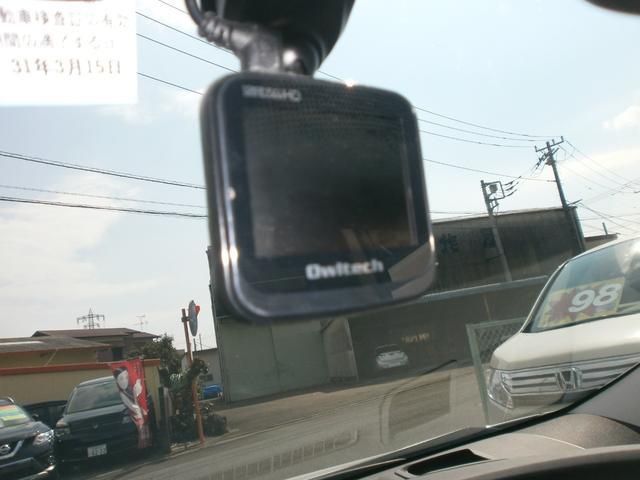 前方を録画してくれるドライブレコーダー付き!今や定番となりつつあるドライブレコーダー!もしもの事故の為付いているとうれしい装備です!!