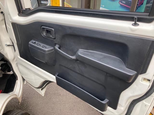 エクストラ 4WD 5速マニュアル エアコン パワステ パワーウインドウ フォグランプ 荷台マット ドアバイザー 作業灯 キーレス 軽トラック(5枚目)