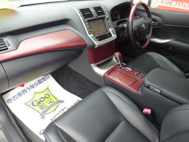 助手席も使用感は少なく上質なインテリアです!プレミアム黒革エアーシート!シートヒーター!ビルトインETC!全席パワーシート!20スピーカーで上質なサウンドを堪能して下さい!全国陸送納車格安にてOK!