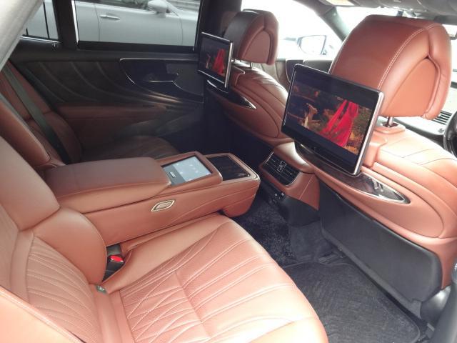 LS500h エグゼクティブ 法人1オーナー車 リアエンター後席モニター 限定オプションL-アニリン本革シート  純正オプション20インチAWブラック仕様 ローダウン マークレビンソン オートトランク ヘッドアップディスプレイ(5枚目)