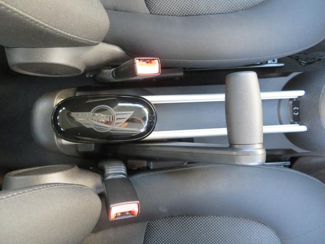 クーパー クロスオーバー 社外ナビTV ETC キセノンライト フォグランプ 純正17インチアルミ キーレス プッシュ式スタート ルーフレール(34枚目)