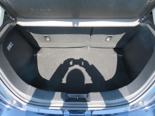13Sツーリング 新車ワンオーナー 純正ナビ バックカメラ Bluetooth ビルトインETC スマートキー LEDライト オートライト シートヒーター ステアリングスイッチ 純正アルミ(18枚目)