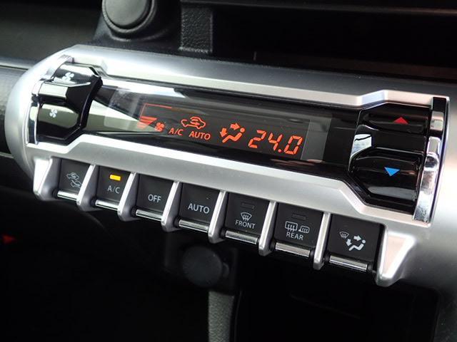 細かな温度調整が出来るオートエアコン装備