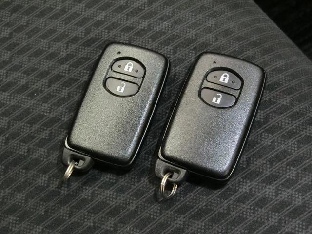 G ワンオーナー ABS エアバッグ オートクルーズコントロール 盗難防止装置 バックカメラ ETC ミュージックプレイヤー接続可 CD スマートキー キーレス フル装備 HIDヘッドライト オートマ(4枚目)