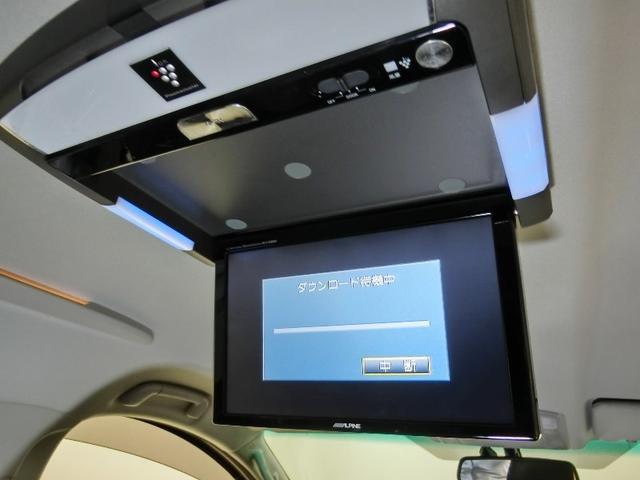 後席でもTVやDVDなどを楽しめる大型液晶モニターでロングドライブも退屈させません。更にプラズマクラスター付きです