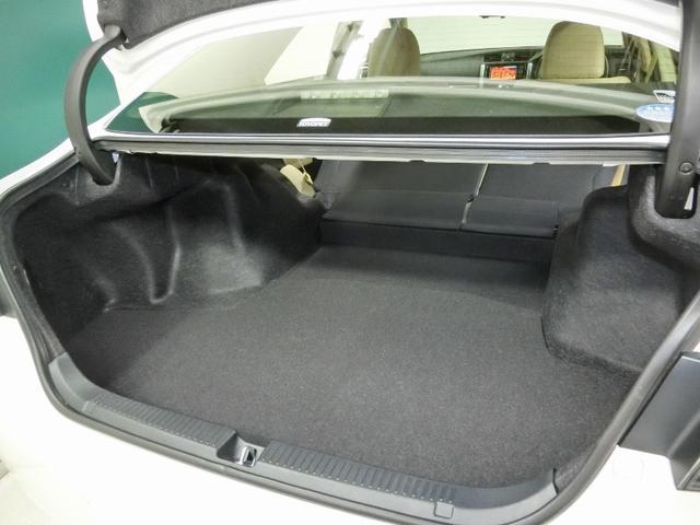 低い位置から開くので重い荷物の積み下ろしが楽にできる大容量のトランクルーム