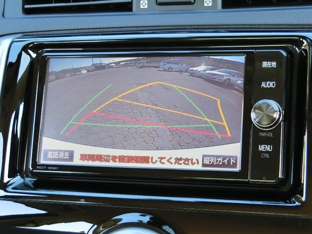 後退時に車体の向きや壁などの距離を線で見れるので駐車も安心です