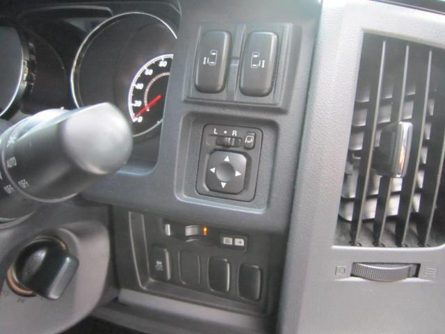 人気のデリカD5!Gパワーパッケージ!HIDヘッドライト・両側パワースライド・ビルトインETC・HDDナビ!タイミングチェーン式エンジン!早い者勝ち!必見!