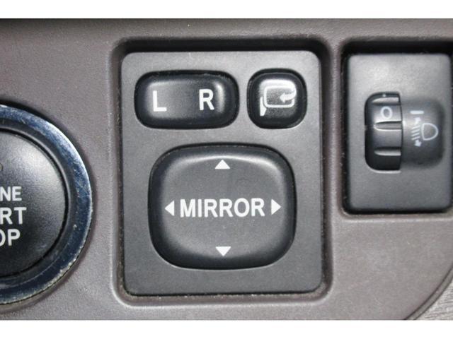 ★シートに座ったままドアミラーの開閉や角度調節ができる便利な電動格納ミラー★