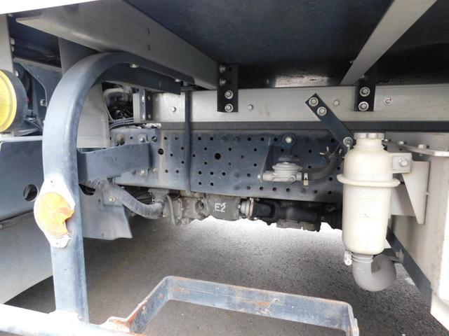 2.95t冷蔵冷凍車ワイドロングハイブリット(8枚目)