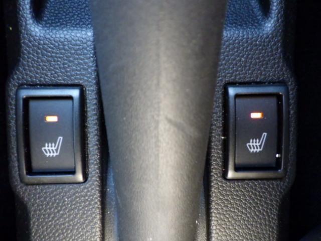 冬場必需の運転席シートヒーター装備。助手席にも装備
