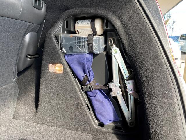 トランクにはいざという時の工具を完備!覚えておくといざという時に便利です♪