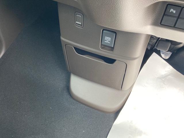 L 衝突被害軽減システム 左側電動スライドドア プッシュスタート LEDヘッドライト バックカメラ クルーズコントロール ステアリングリモコン オートエアコン シートヒーター 届出済未使用車(25枚目)