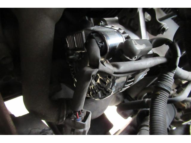 オルタネーターはリビルト交換済みのようなのでセルモーターリビルト交換は弊社で行います。