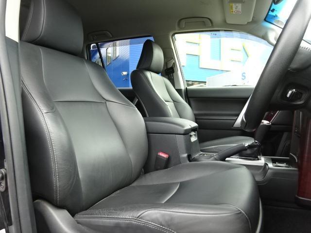 高級感のあるシートです。もちろんシートヒーターも完備しております。