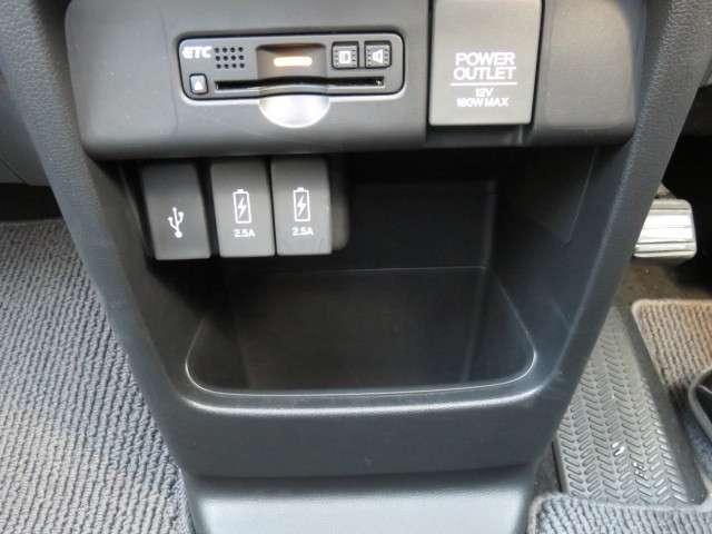 G・ターボパッケージ ナビ リアカメラ CD DVD再生 フルセグTV オート付HIDヘッドライト HIDフォグ ハーフレザー パドルシフト クルーズコントロール スマートキー オートエアコン USB ETC 14アルミ(10枚目)