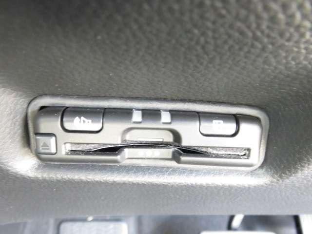 e:HEVクロスター 8インチナビ Rカメラ CD DVD再生 フルセグTV ステアリングスイッチ オート付LEDヘッドライト サイドカーテンエアバッグ 16アルミ 電子パーキング ルーフレール FRセンサー センシング(10枚目)