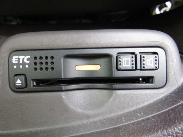 セレクト ナビ リアカメラ CD DVD再生 フルセグTV オート付HIDヘッドライト ハーフレザーシート シートヒーター サイドカーテンエアバッグ スマートキー ETC ドライブレコーダー あんしんパッケージ(13枚目)